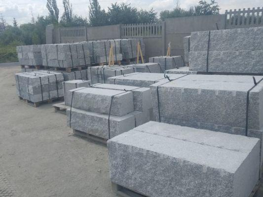 kamienie murowe cięto łupane na paletach