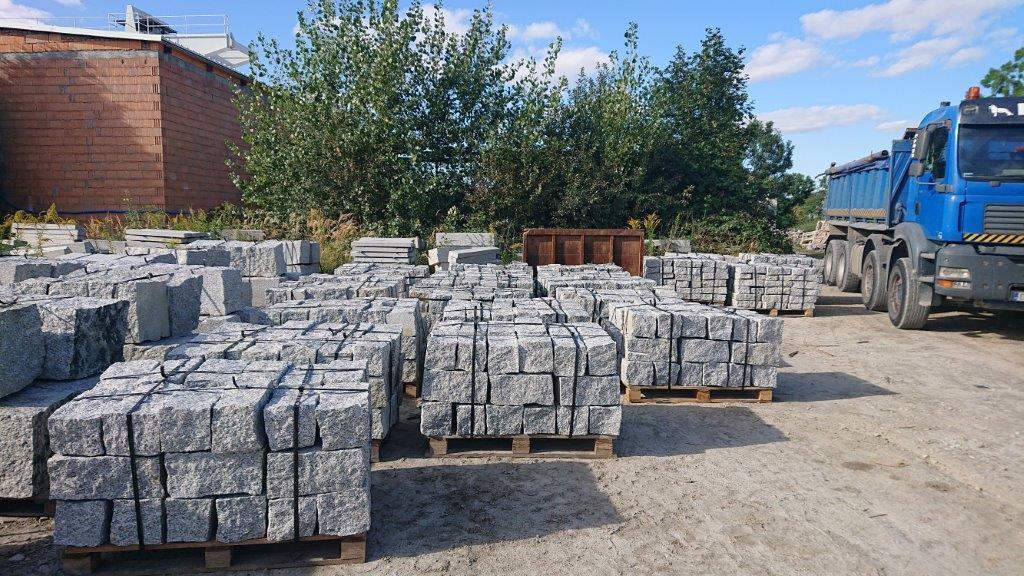 kamień murowy granitowy surowo łupany