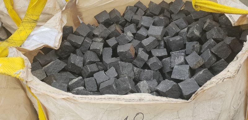 kostka granitowa czarna z granitu szwedzkiego